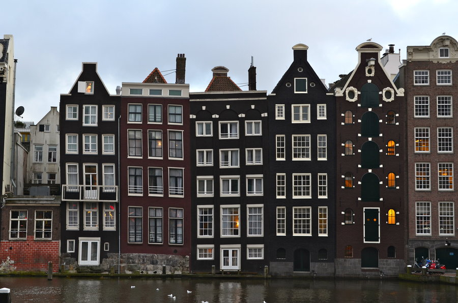 amsterdam_sinking_buildings_by_pagz76-d4pg3f8